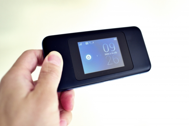 楽天モバイルとBroad WiMAXとの速度・料金比較